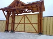 Распашные  деревянные автоматические ворота