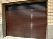 Рулонные ворота на въезде в гараж